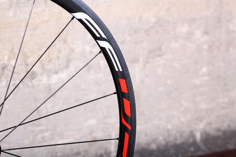 Fast Foward F3R Full Carbon Clincher Wheelset - rim detail 4.jpg
