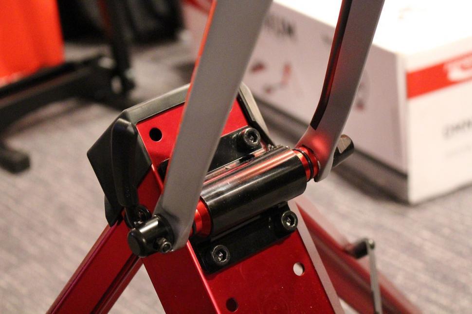 Feedback Sports Omnium roller - fork clamp.jpg