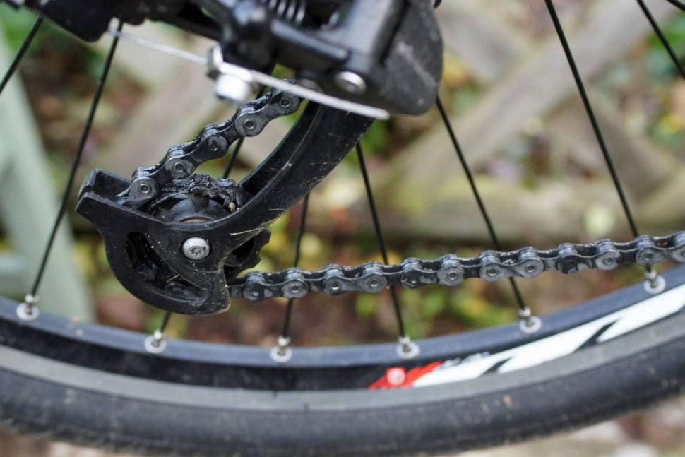Thumbnail Credit (road.cc): Finish Line Cross Country Wet chain lube - dirty chain.jpg