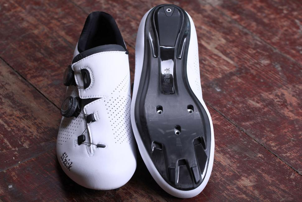 Fizik R1B Uomo Cycling Shoes - sole.jpg