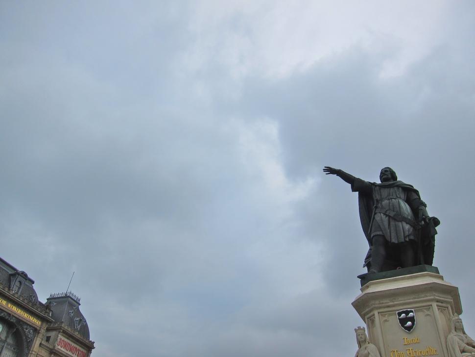 FlandersSummer - Statue.jpg