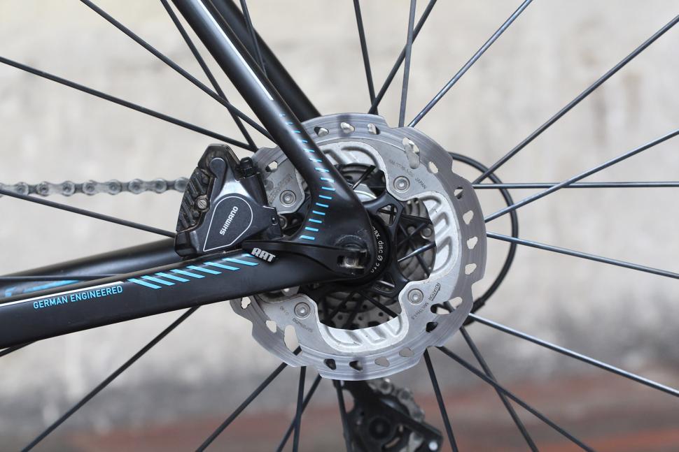 Focus Izalco Max - rear disc brake.jpg