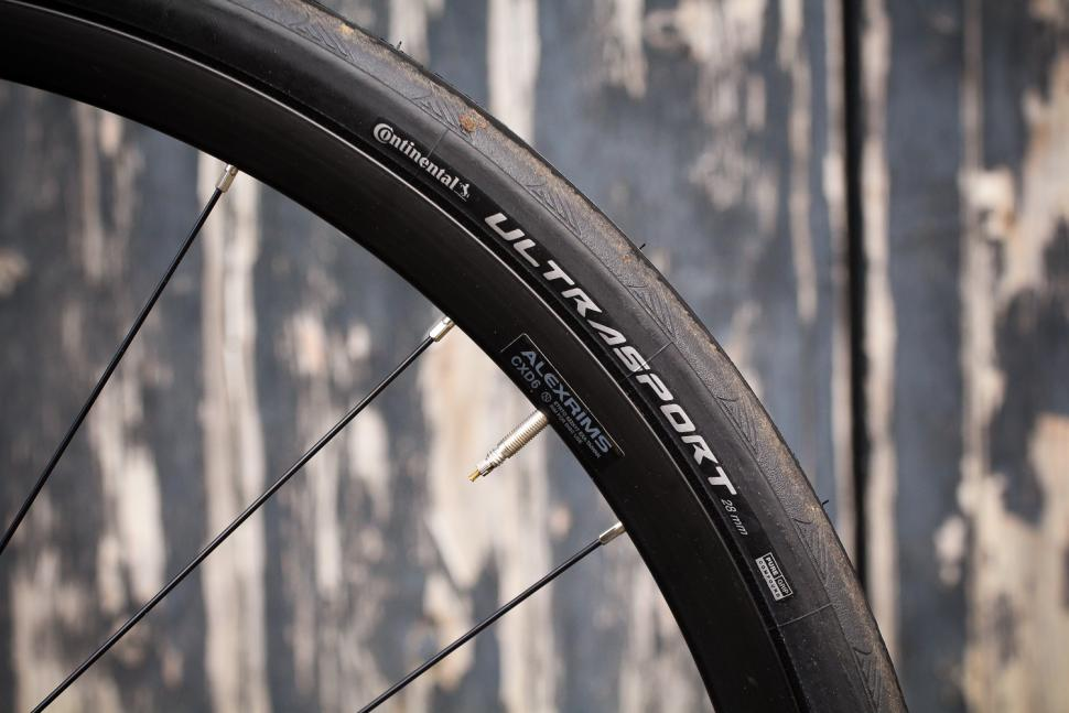 Focus Paralane AL Tiagra - rim and tyre.jpg