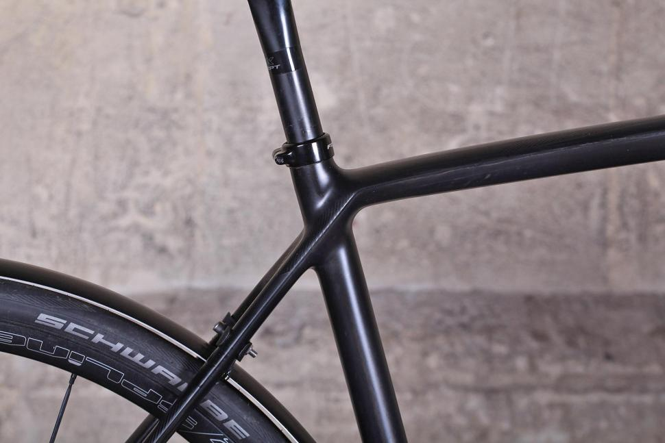 Focus Paralane Ultegra - seat tube junction.jpg