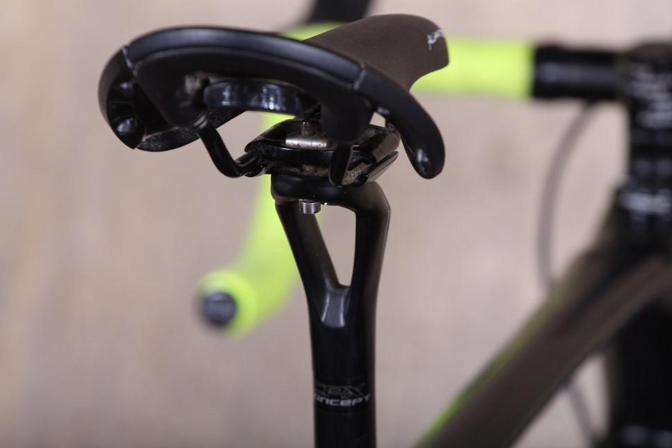 Focus Paralane Ultegra - seatr post.jpg