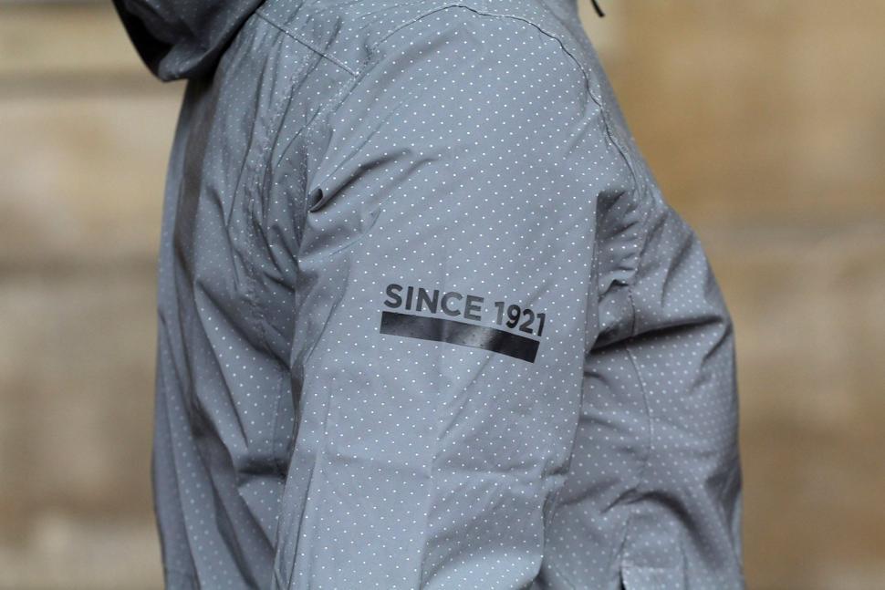 FWE Womens Kennington FX Reflective Waterproof Jacket - graphic.jpg