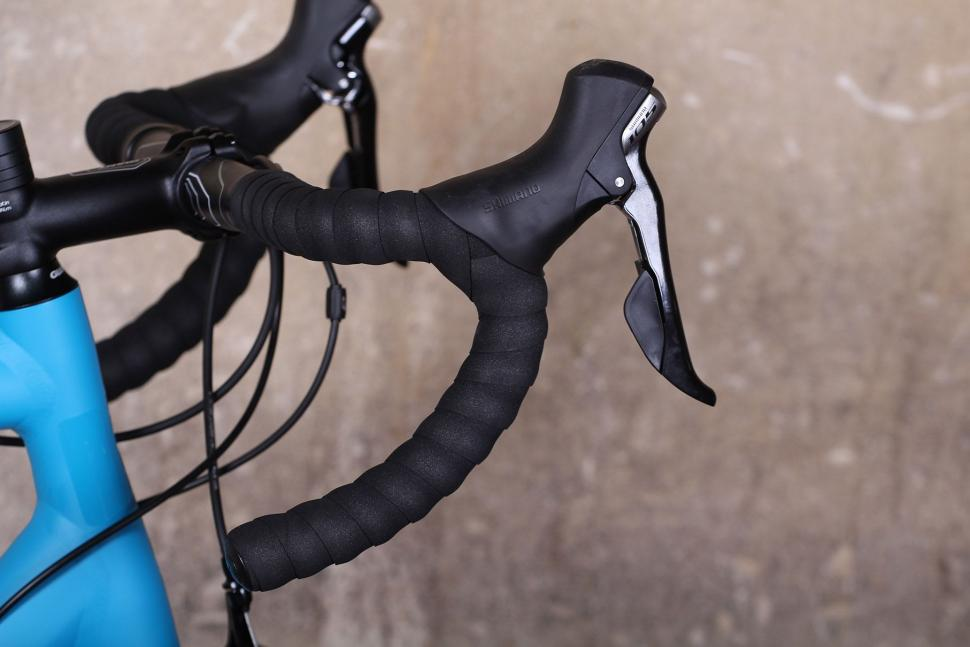 Giant Contend SL - bar and shifter.jpg