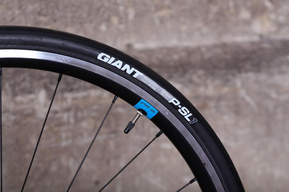 Giant Contend SL - tyre.jpg