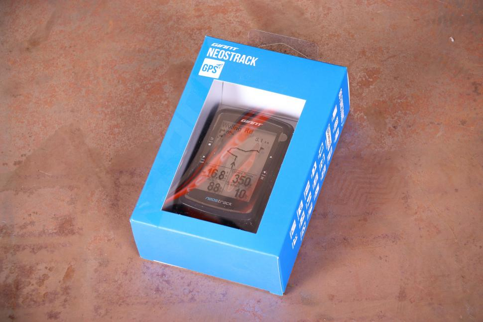 Giant Neostrack GPS Computer - boxed.jpg