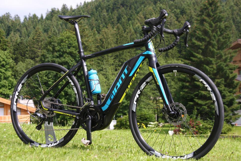 Giant Road E+ 1 - full bike 2.jpg