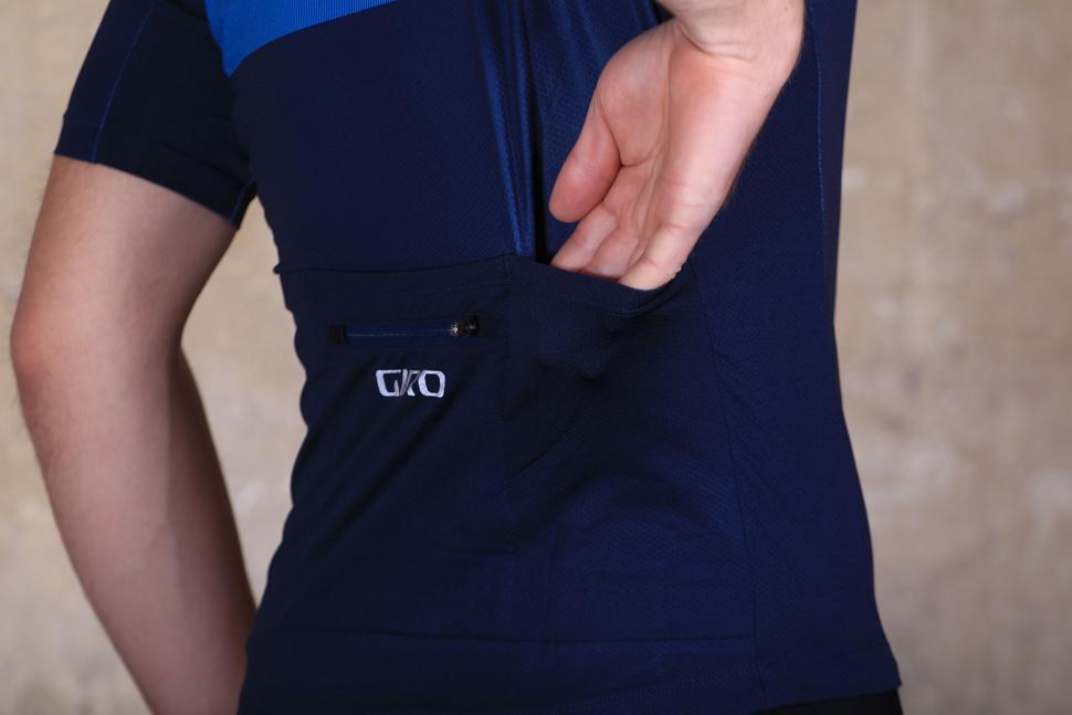 Giro Chrono Expert Shred Blue - back pocket.jpg 06a3f8f37