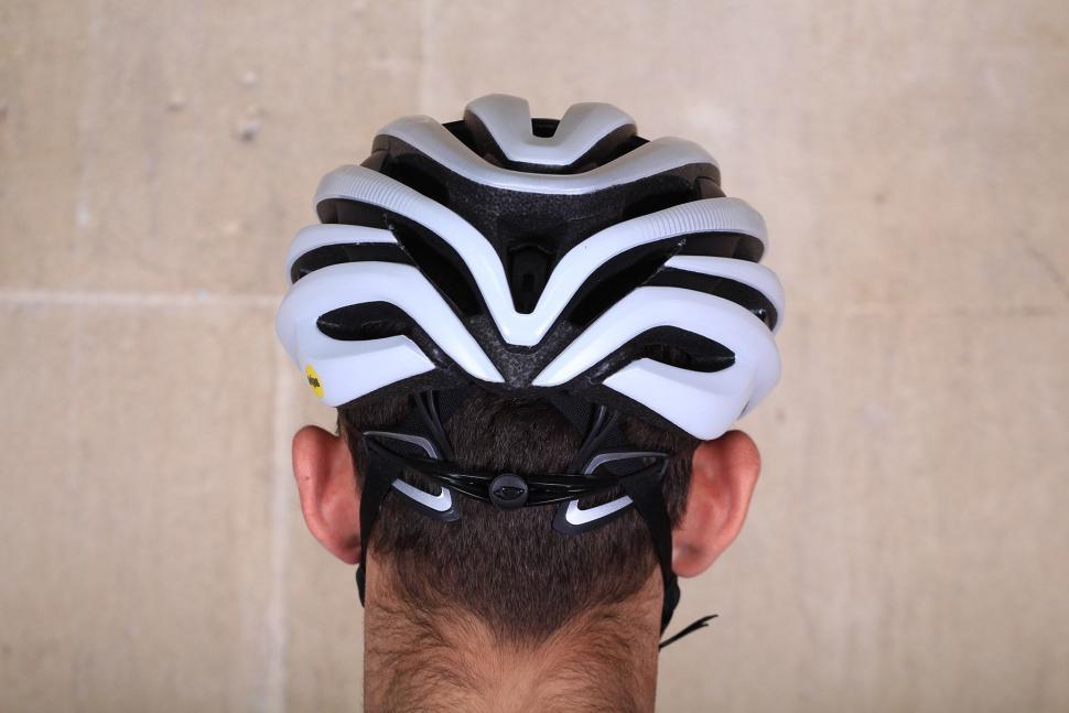 Giro Cinder MIPS - back.jpg
