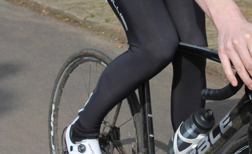 Gripping top tube knees 2 - 1.jpg