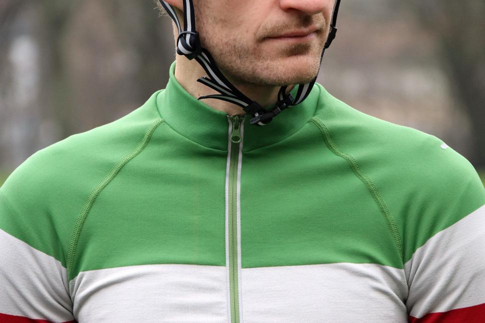 Howies Mens Llaeth LS Cycle Jersey - collar.jpg