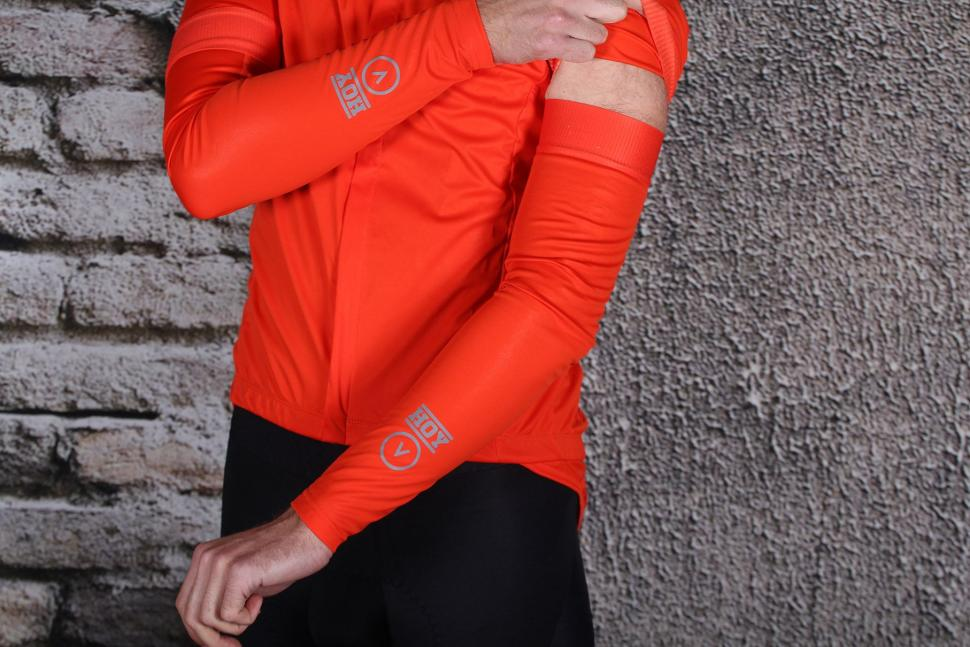 HOY Vulpine Mens Fortress Jersey and Arm Warmers - arm warmer.jpg
