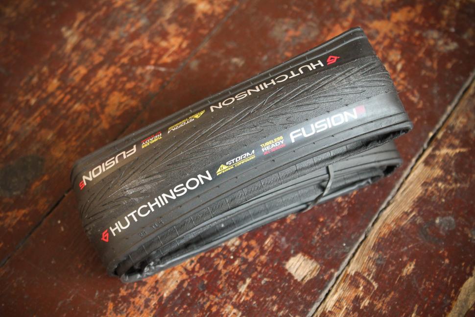 Hutchinson Fusion 5 All Season Road Tyre.jpg