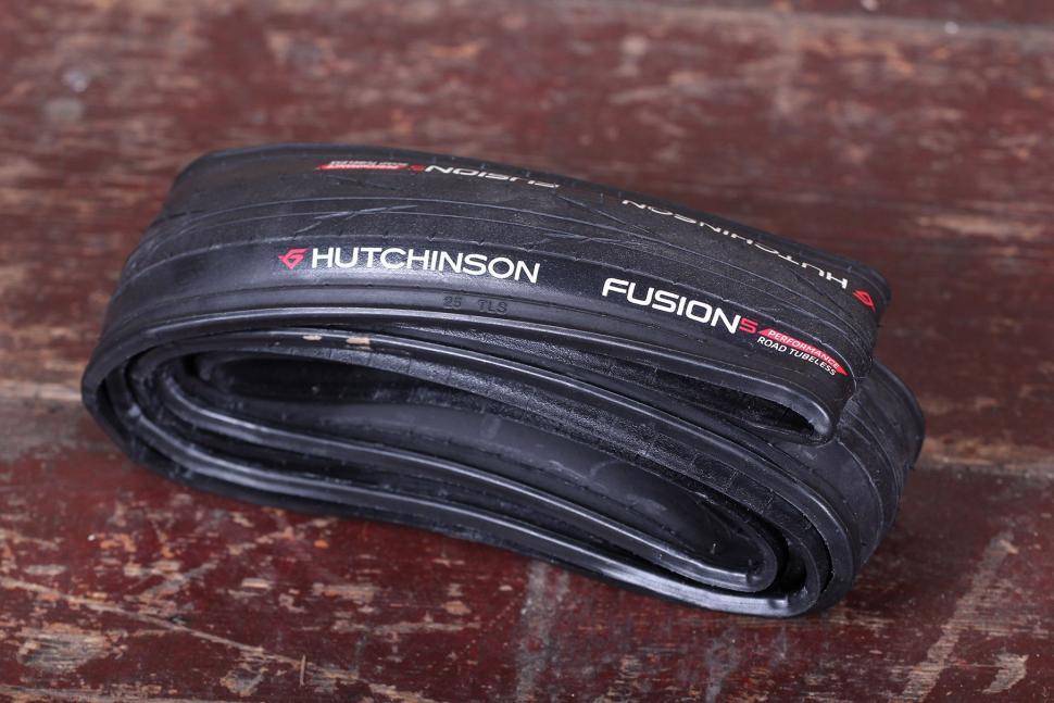 Hutchinson Fusion 5 Tubeless Performance Road Tyre.jpg