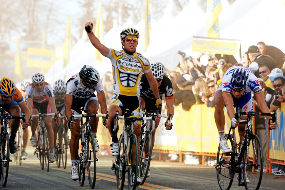 ToC 4: Cavendish crosses the line ahed of Boonen (pic Courtesy Photosport International)