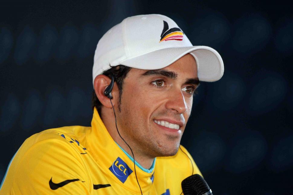 Alberto Contador Press Conference in Yellow © PhotoSport International.jpg