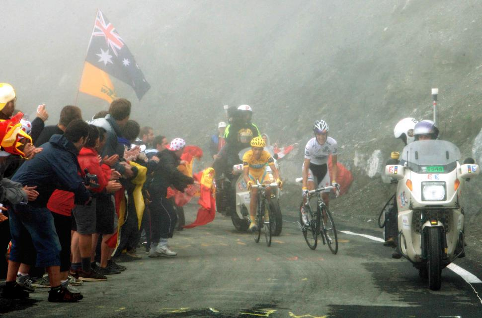 Andy Schleck leads Alberto Contador up the Tourmalet © PhotoSport International.jpg
