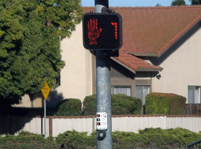 Countdown pedestrian signal (picture credit Coolcaesar:Wikimedia Commons).jpg