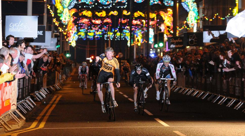 Ed Clancy wins the 2009 Blackpool Nocturne.jpg
