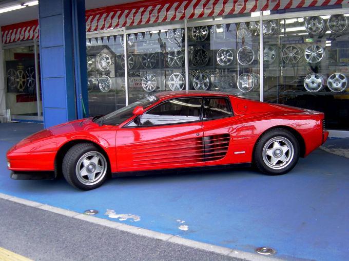 Ferrari-TESTAROSSA-02.jpg
