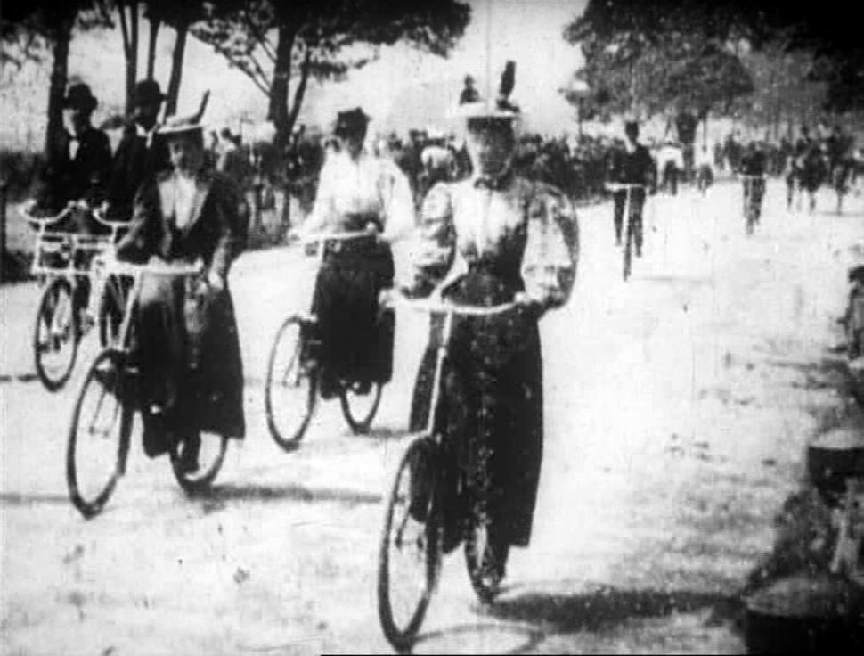 Hyde Park Bicycling Scene (1896).jpg