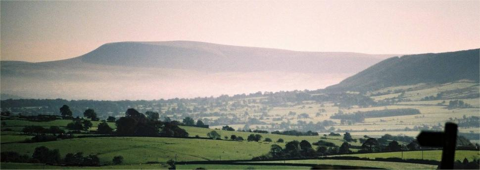 Pendle Hill (picture credit Dr Greg, Wikimedia Commons).jpg