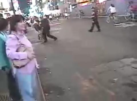 New York cop video shove