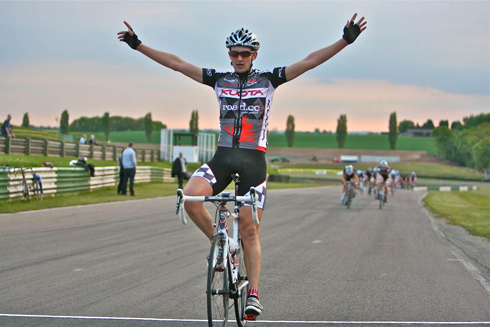 Kuota-road.cc - Dan Davies wins at Mallory Park