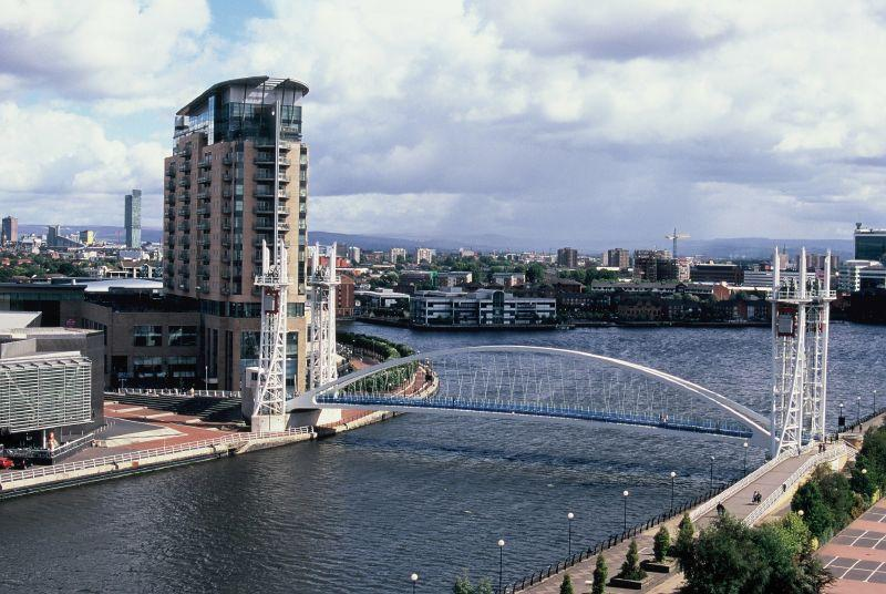 Salford Quays Bridge.jpg