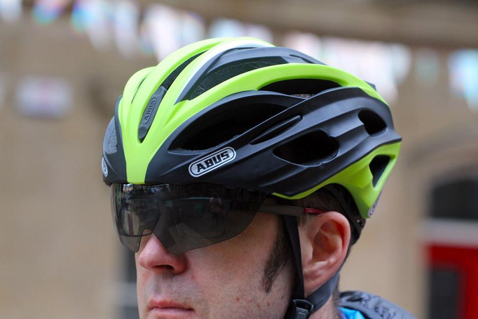 Review Abus In Vizz Helmet Road Cc