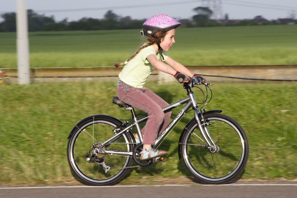 Kids on bikes (©Dave Atkinson) 01