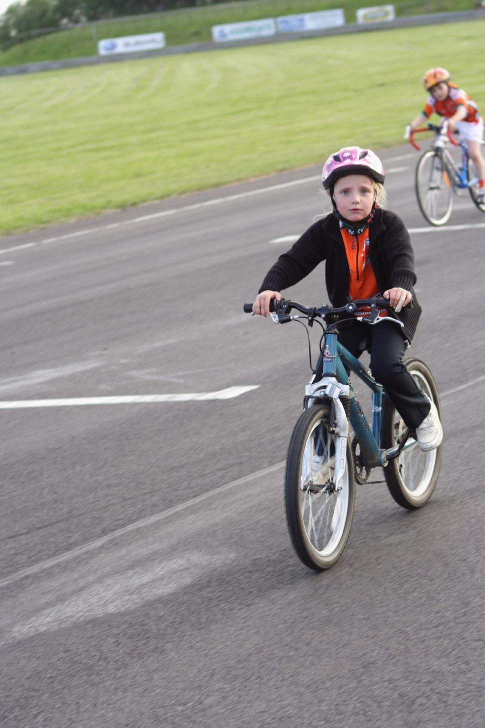 Kids on bikes (©Dave Atkinson) 03