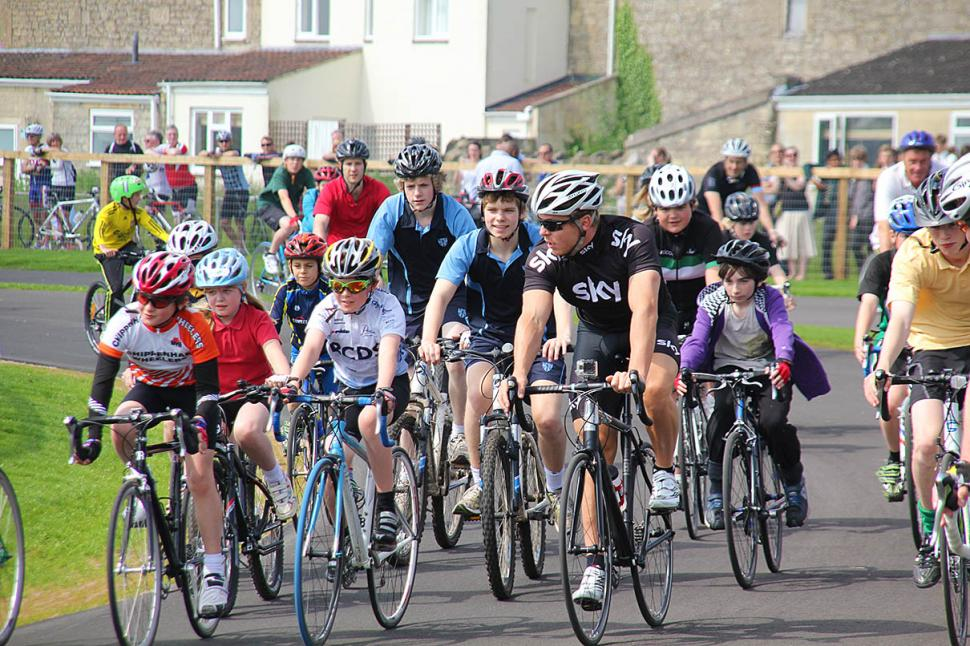 Hoy And Evans Back British Cycling S Go Ride Programme With 1 500