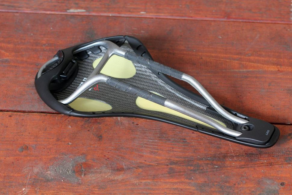 Fizik Kurve Snake Aluminium saddle - underside