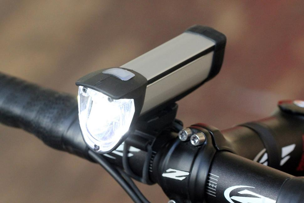 Review Busch Amp Muller Ixon Core Front Light Road Cc