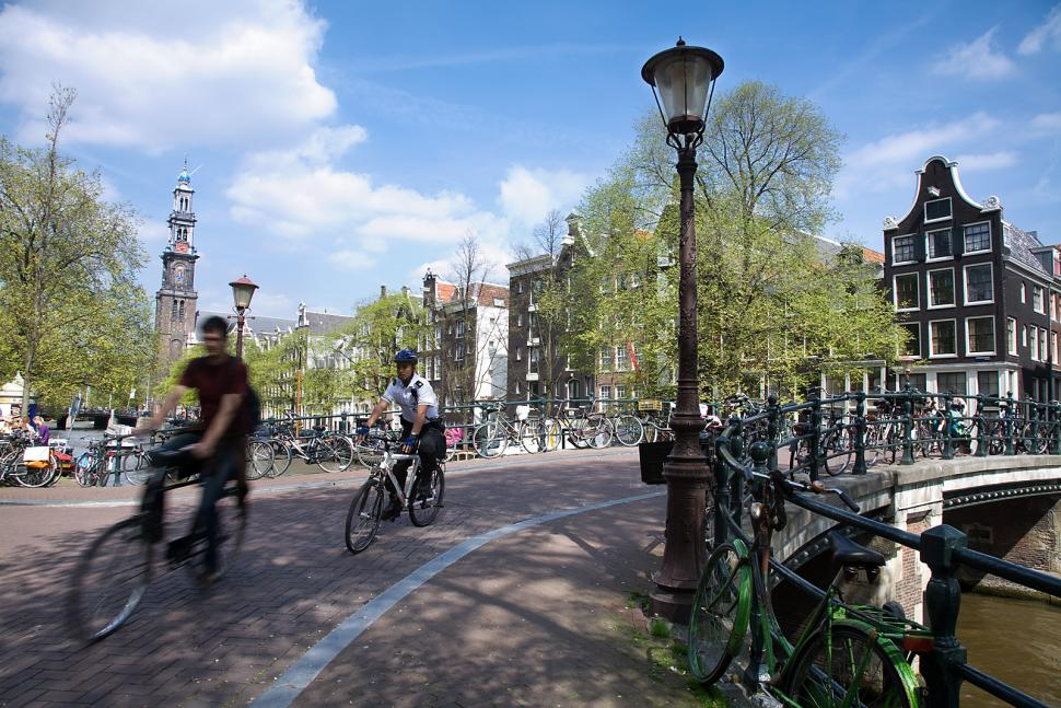 Amsterdam Bicycles (Jorge Royan, Wikimedia Commons)
