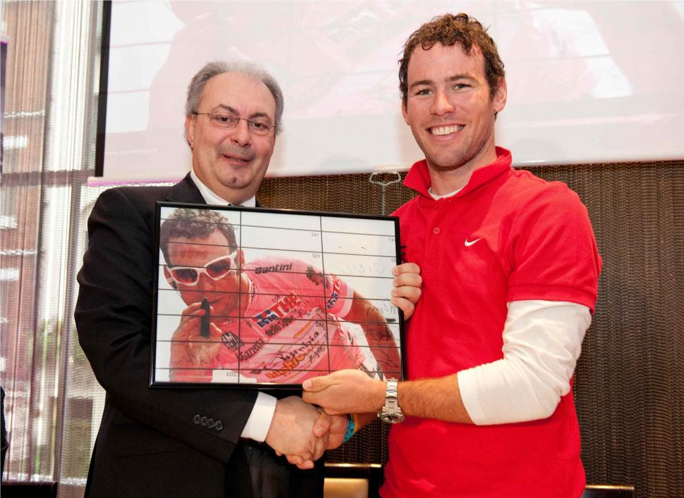Angelo Zomegnan and Mark Cavendish (credit RCS Sport/Cherryduck Media).jpg