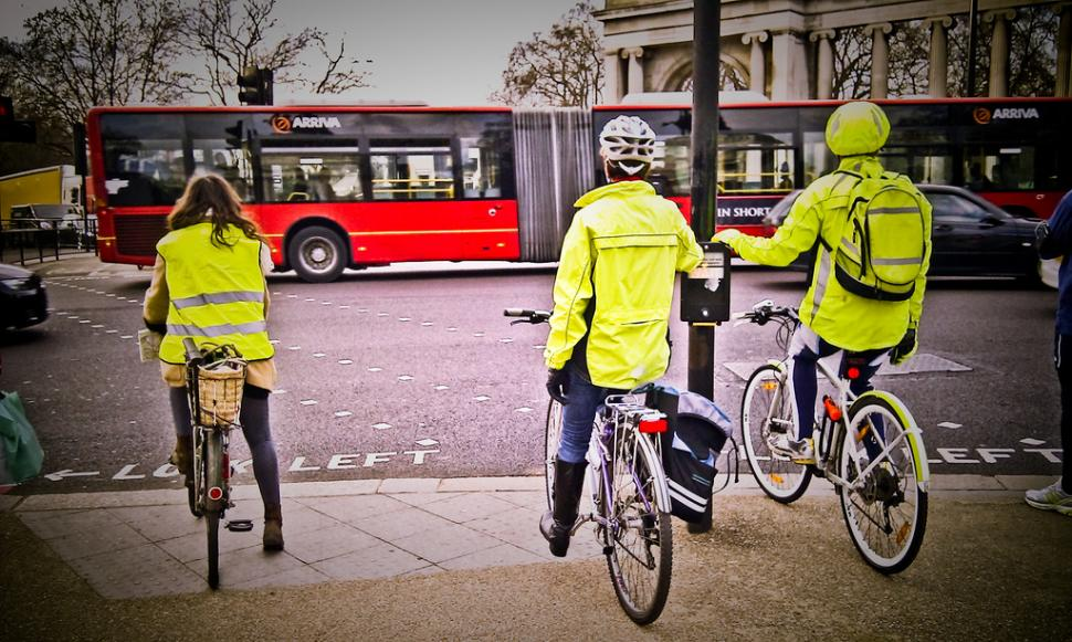 Cyclists%20in%20high-vis%20(CC%20license
