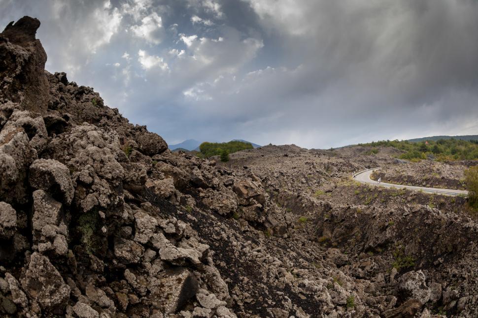 Descending Etna Scenic (© Irmo Keizer : Shimano)