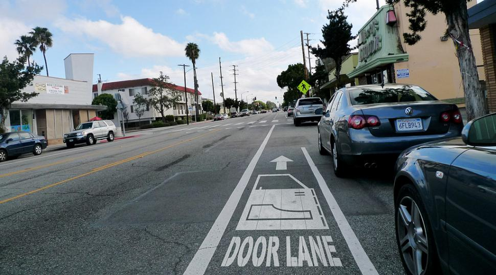 Door Lane (CC BY-NC 2.0 licensed by Gary Cavanaugh:Flickr)
