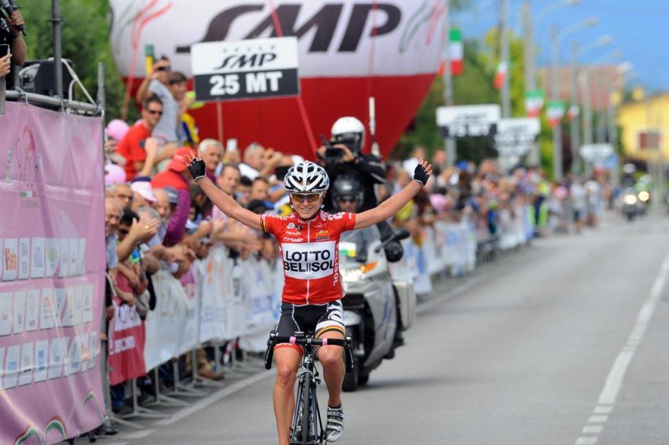 Emma_Pooley_wins_Stage_6_of_2014_Giro_Rosa_(picture_credit_Giro_Rosa)