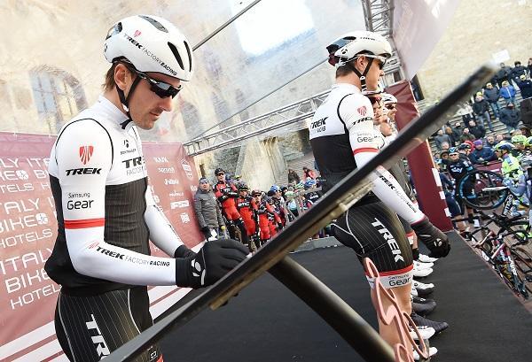 Thumbnail Credit (road.cc) (pic ANSA, Del Zennaro, Peri) : Fabian Cancellara signs on at 2015 Strade Bianche (pic ANSA, Del Zennaro, Peri)