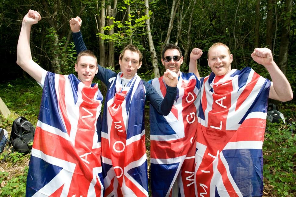 Fans in Surrey for the Olympic men's road race (copyright britishcycling.org.uk)