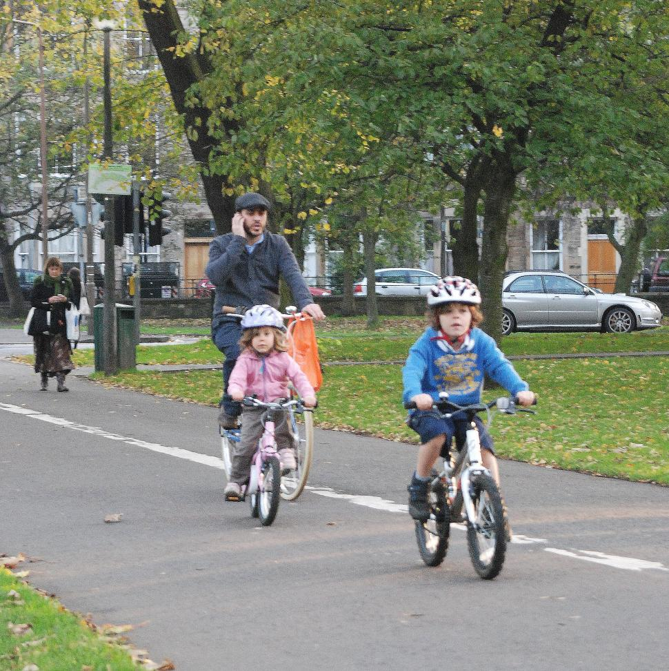 Kids riding to school (CC licenced by EdinburghCycleChic)