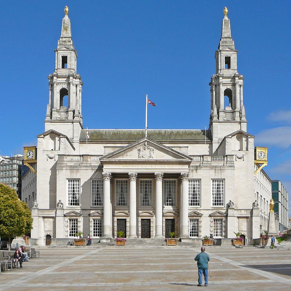 Leeds Millennium square and Civic Hall (CC licensed image by Tim Green:Flickr)