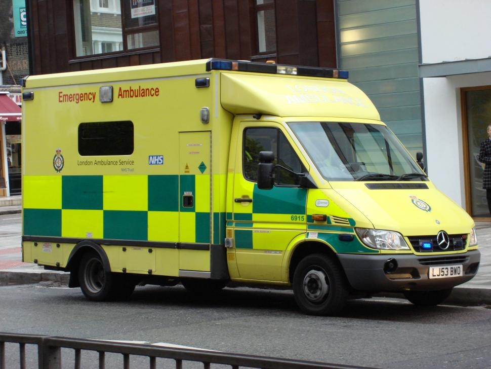 London Ambulance (via Oxyman on Wikimedia Commons under CC BY SA 3.0)
