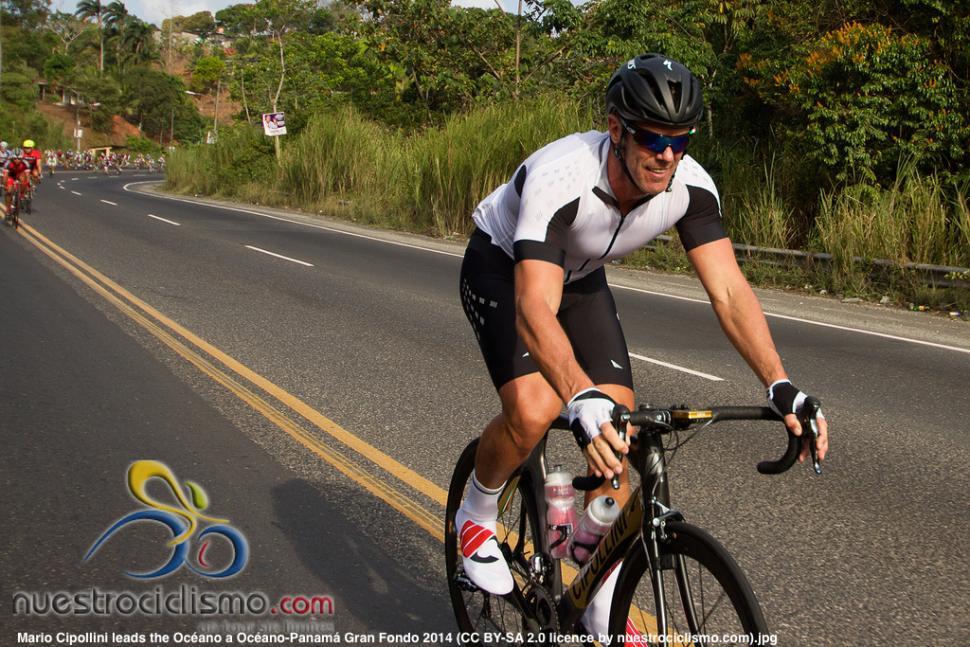 Mario Cipollini leads the Oceano a Oceano-Panama Gran Fondo 2014 (CC BY-SA 2.0 licence by nuestrociclismo.com)